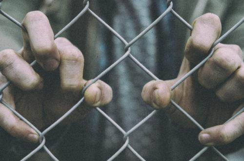 Uma prisão chamada desconfiança